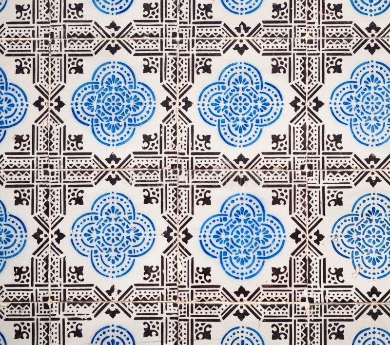 Azulejos blu, vecchie mattonelle in Città Vecchia di Lisbona, Portogallo fotografie stock