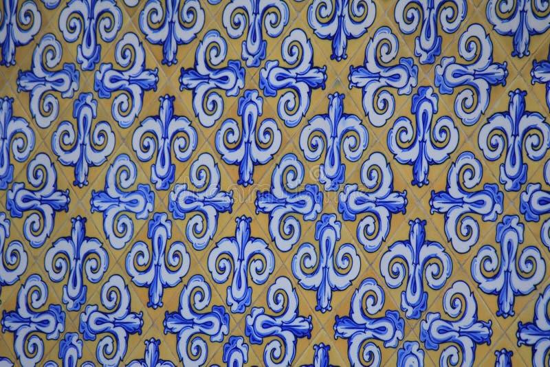 Azulejos på byggnaderna i Valencia royaltyfria bilder