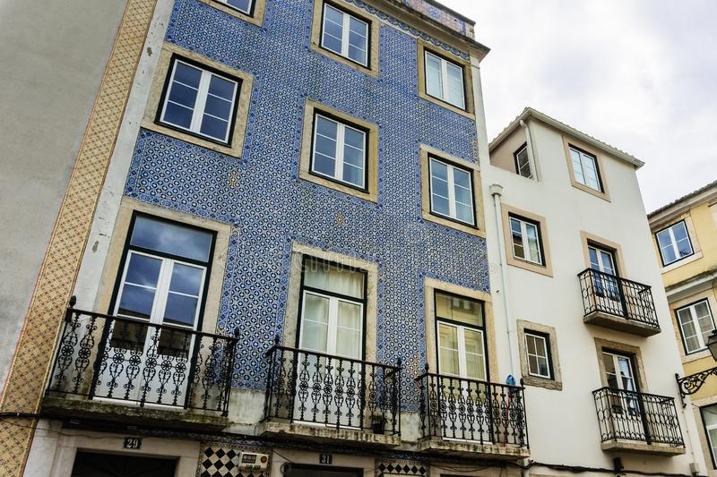 Azulejos portugueses tradicionais da decora??o da fachada em Lisboa, Portugal imagem de stock royalty free