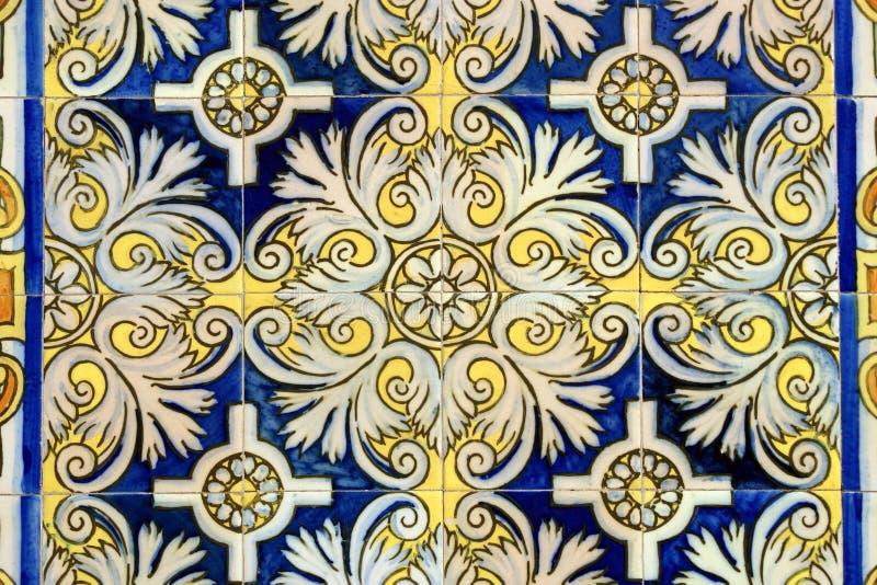 Azulejos viejos de la pared en Barcelona imagen de archivo