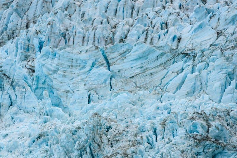Azules glaciales y marrones de la suciedad en modelos fracturados del hielo en el glaciar en el fiordo de Drygalski, Georgia del  fotos de archivo libres de regalías