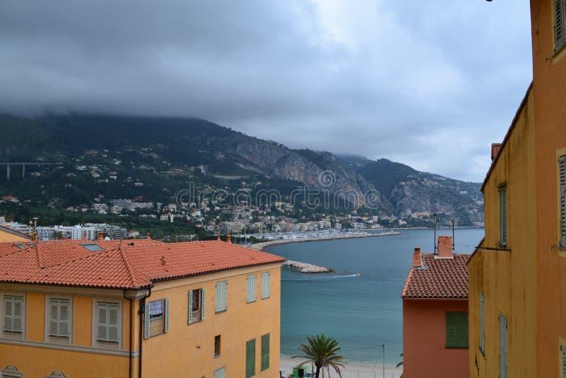 ` Azur för skjul D Menton i Frankrike arkivbilder