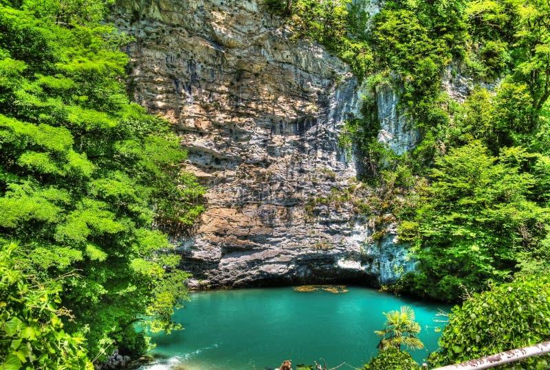 Azur sjö i Abchazien royaltyfri fotografi