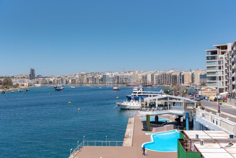 Azurblauer Hafen Sliema mit Yachten, Malta lizenzfreies stockfoto