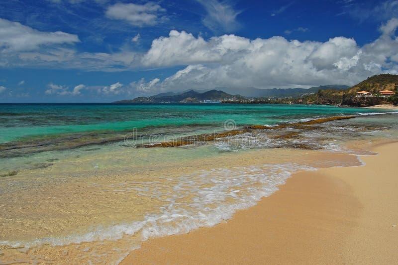 azure вода Гренады i ясности пляжа secluded стоковое изображение rf