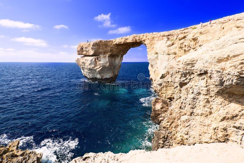 Azure Window på Gozo Malta gör bron tunnare royaltyfria foton