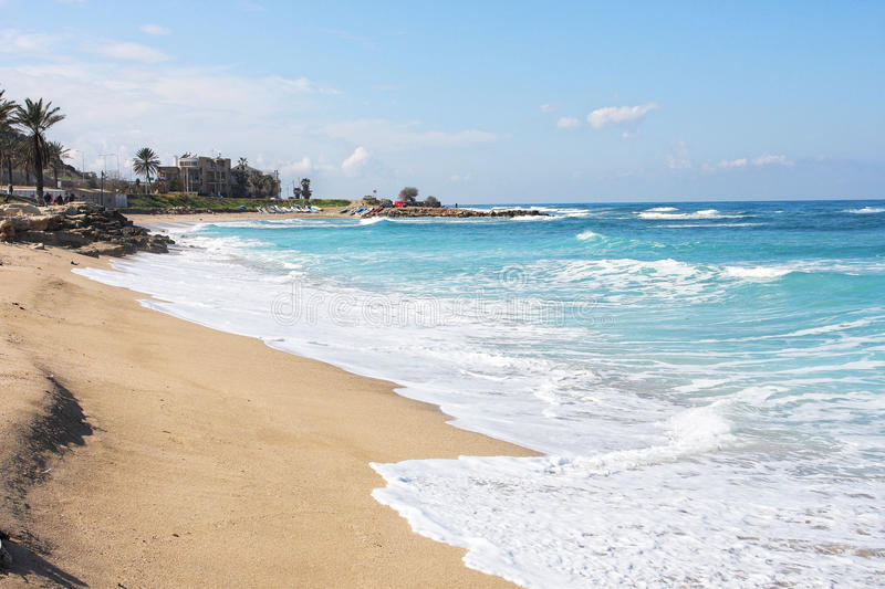 Azuurblauw water van Middellandse Zee in Haifa stock foto's