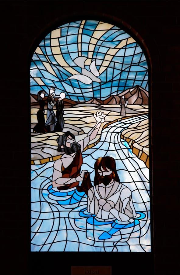 Azzurro del vetro di finestra della chiesa fotografia stock