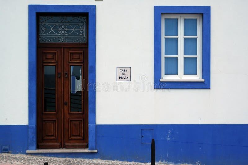 Azzurro su bianco fotografie stock