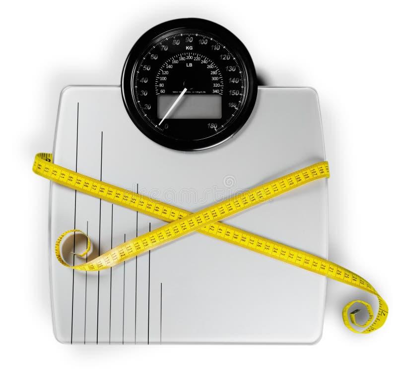 Báscula de baño con una cinta métrica en fondo fotografía de archivo