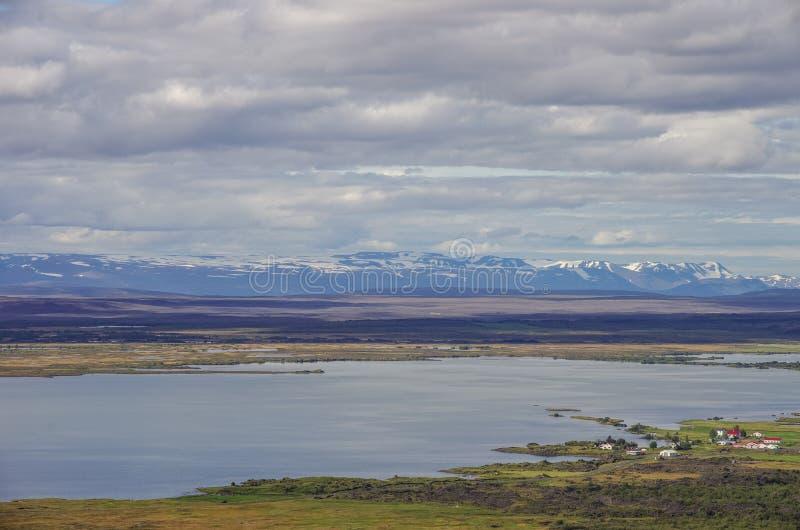 Bâti de Pseudocraters et de valcano Panorama d'été de Myvatn de lac pour images libres de droits