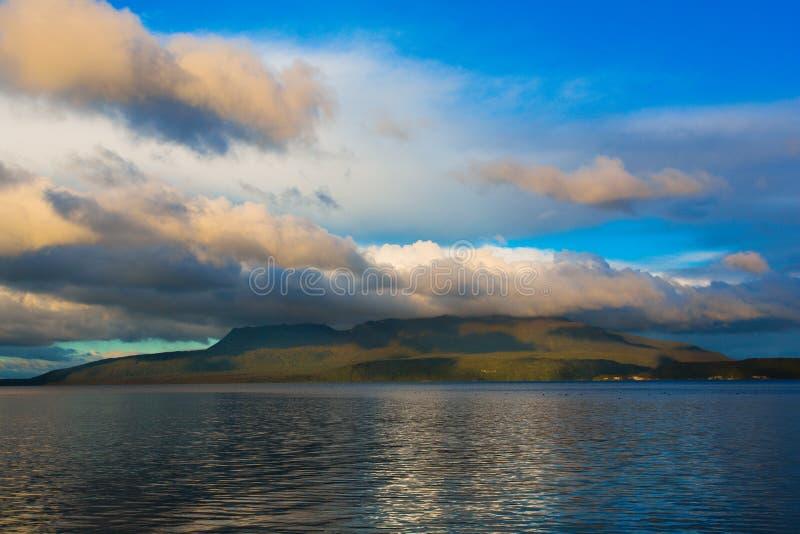 Bâti Tarawera sur le tarawera de lac photos libres de droits