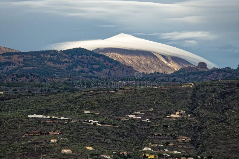 Bâti Teide avec le nuage de chapeau image libre de droits