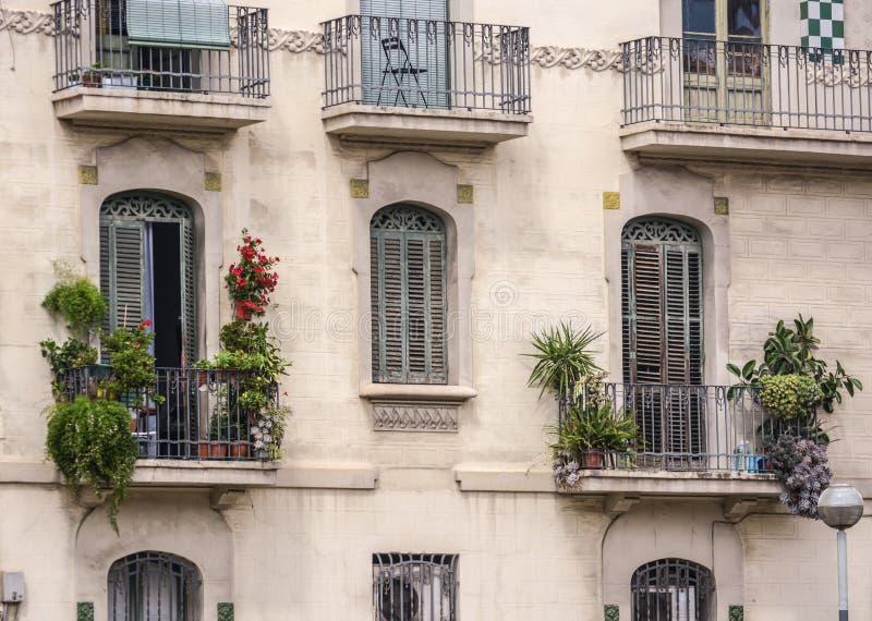 Bâtiment à plusiers étages dans la vieille ville images libres de droits