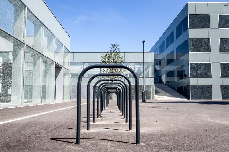 Bâtiment éducatif dans Hoogvliet, Pays-Bas images libres de droits