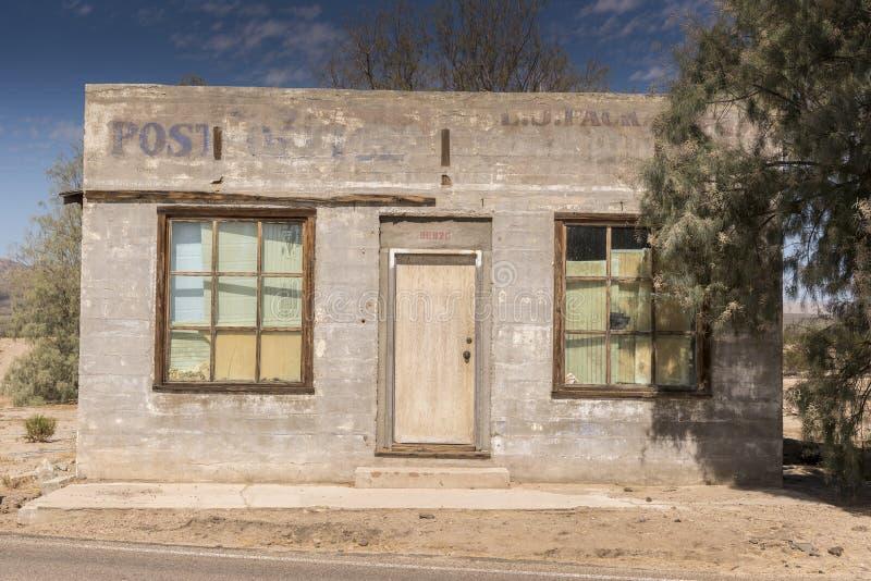 Bâtiment abandonné de bureau de poste à la conserve de Mojave de dépôt de Kelso images stock