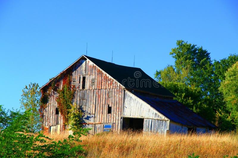 Bâtiment abandonné de grange images stock