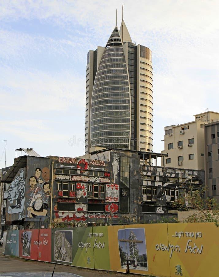 Bâtiment administratif avec des bureaux du gouvernement à Haïfa inférieur photos stock