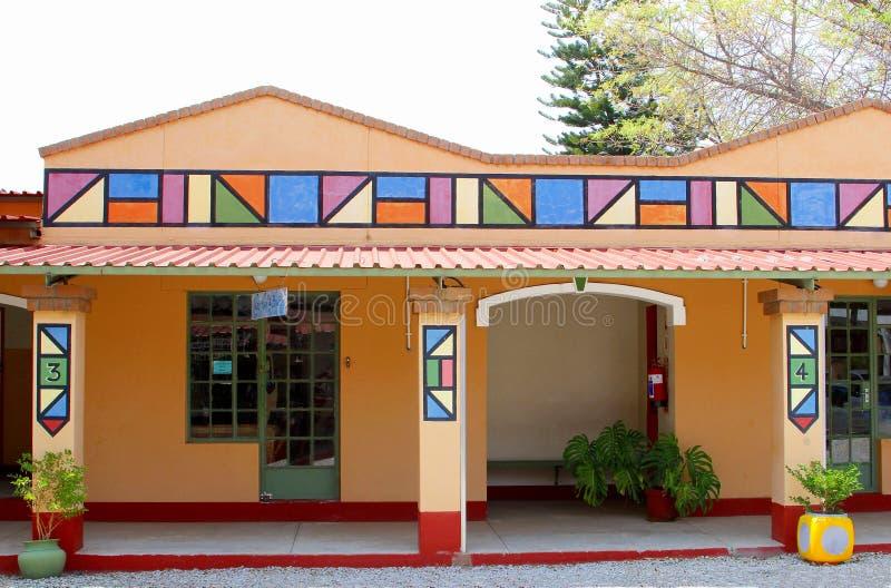 Bâtiment africain coloré lumineux de salon de beauté photos libres de droits