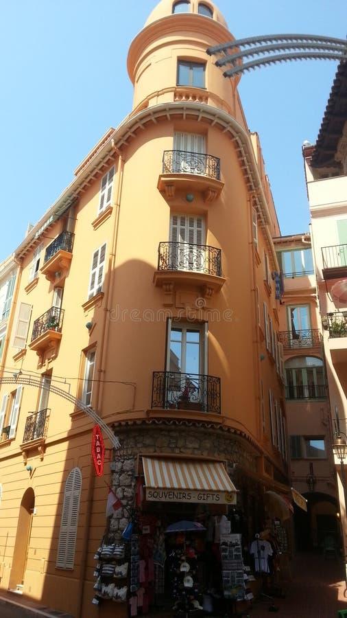 Bâtiment attrayant au centre du Monaco photographie stock