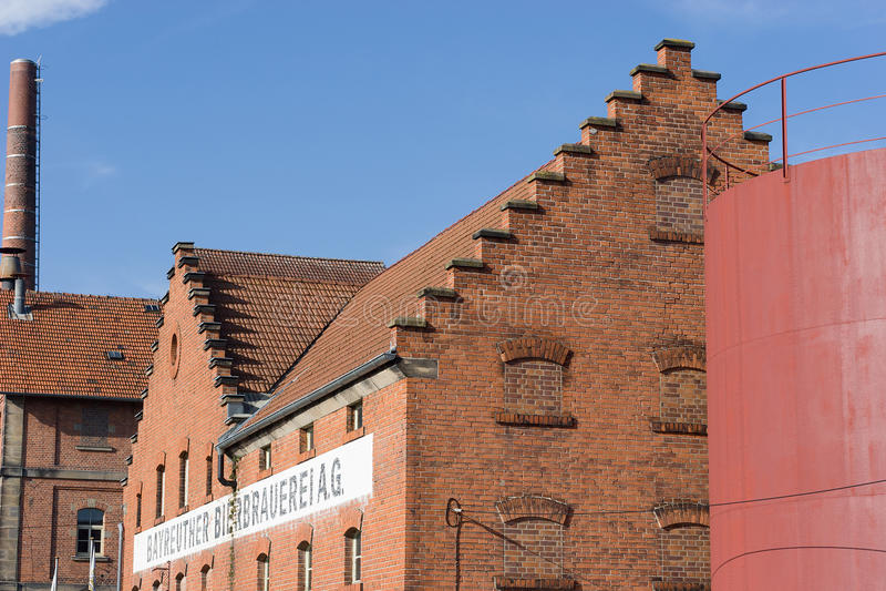 Bâtiment avec la maçonnerie de brique - brasserie historique photo stock