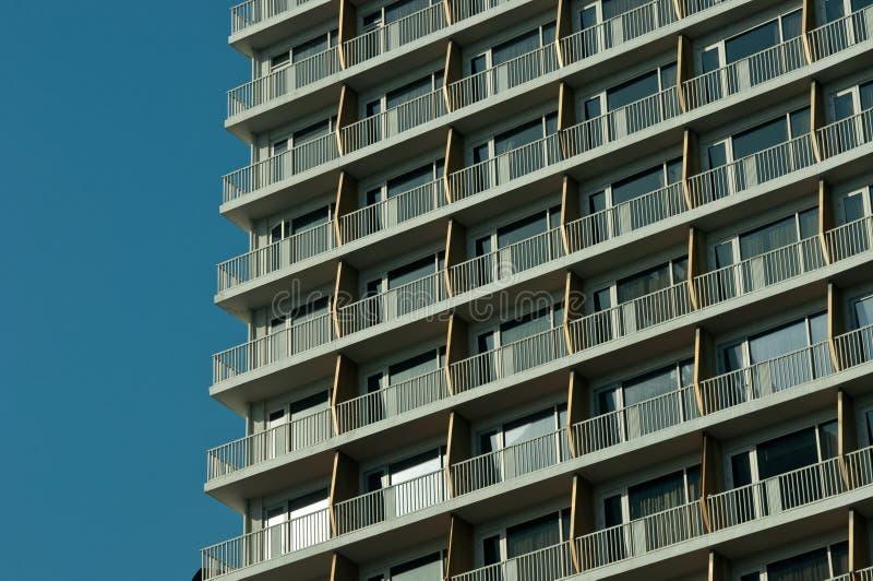 Bâtiment avec le ciel bleu image libre de droits