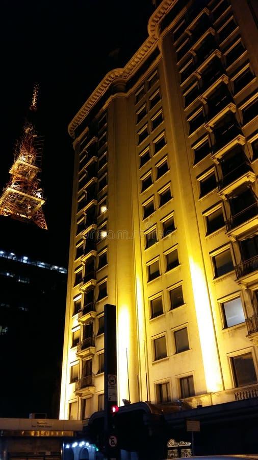 Bâtiment ayant beaucoup d'étages sur l'avenue de Paulista photo libre de droits