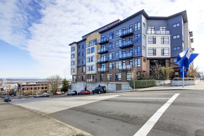 b timent bleu d 39 appartement moderne ext rieur tacoma photo stock image du tacoma moderne. Black Bedroom Furniture Sets. Home Design Ideas