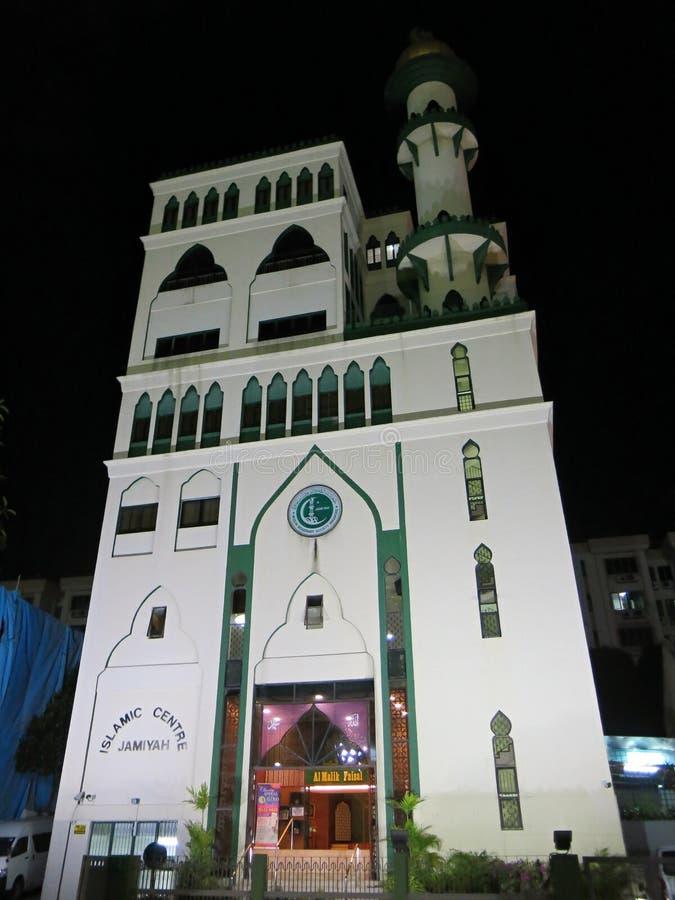 Bâtiment central islamique Mosquée musulmane, un lieu de rencontrer des Islamiste pour des mobbles et le développement spirituel  image libre de droits