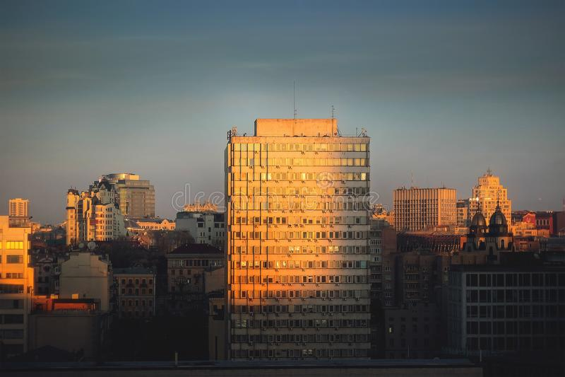 Bâtiment classique de façade d'architecture de vintage Fin de vue de face image stock
