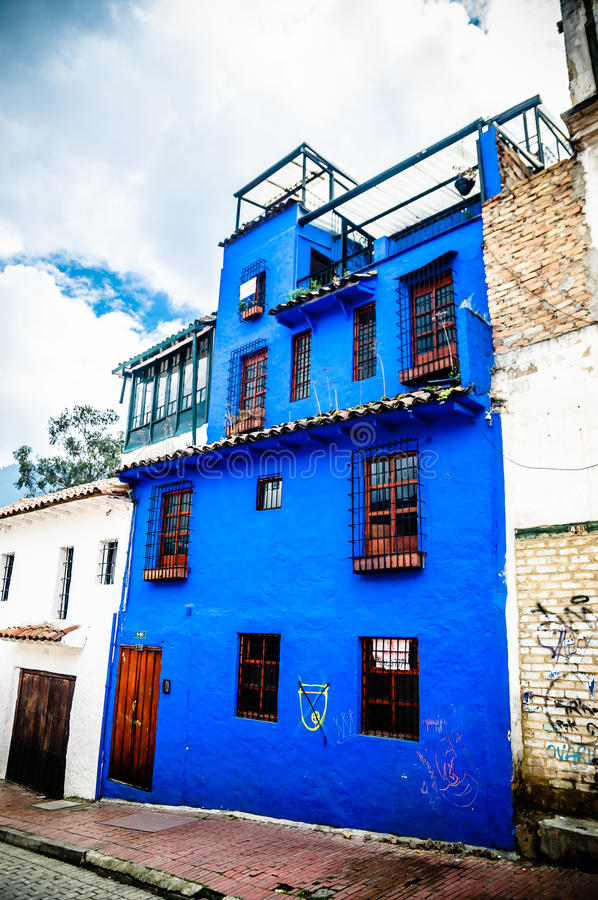 Bâtiment colonial bleu à Bogota Colombie photo libre de droits