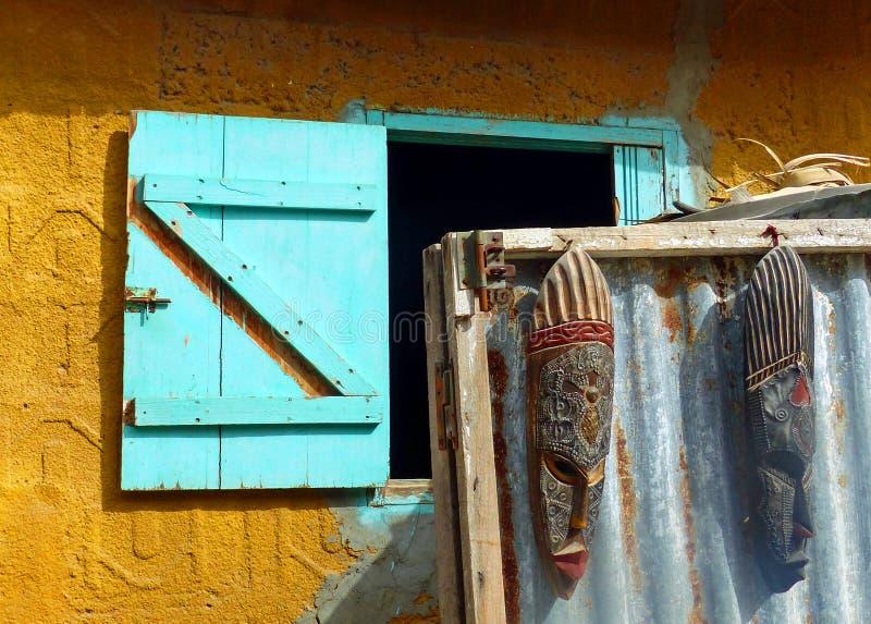 Bâtiment coloré dans Joal Fadiouth, Sénégal photographie stock