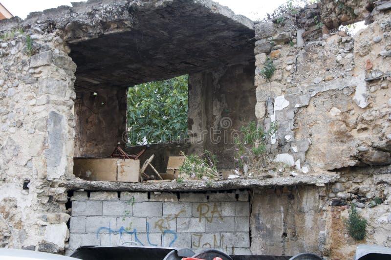 Bâtiment détruit photo stock