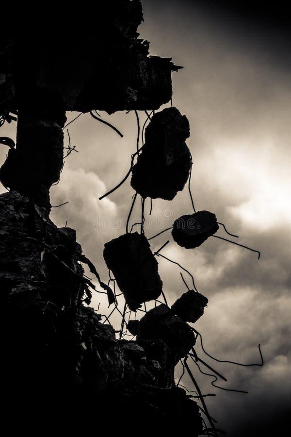 Bâtiment détruit au crépuscule photo libre de droits