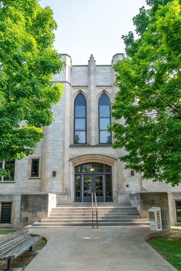 Bâtiment d'économie ménagère à l'université de l'Arkansas photos libres de droits