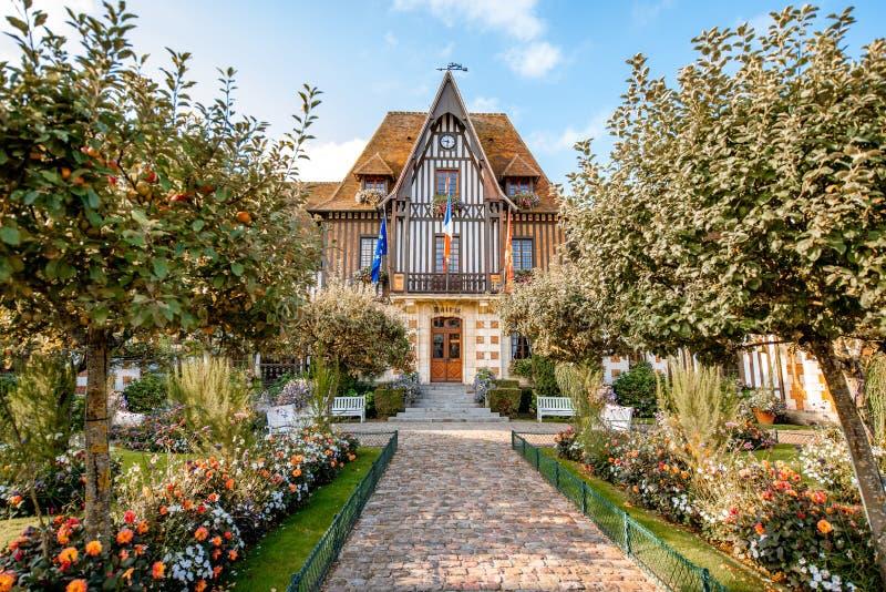 Bâtiment d'hôtel de ville à Deauville, France photographie stock