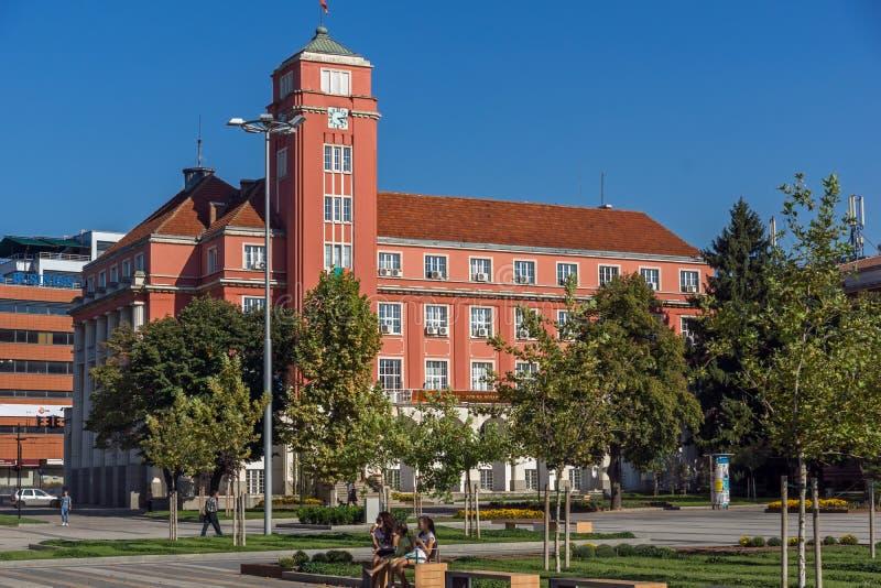 Bâtiment d'hôtel de ville au centre de la ville de Pleven, Bulgarie images stock