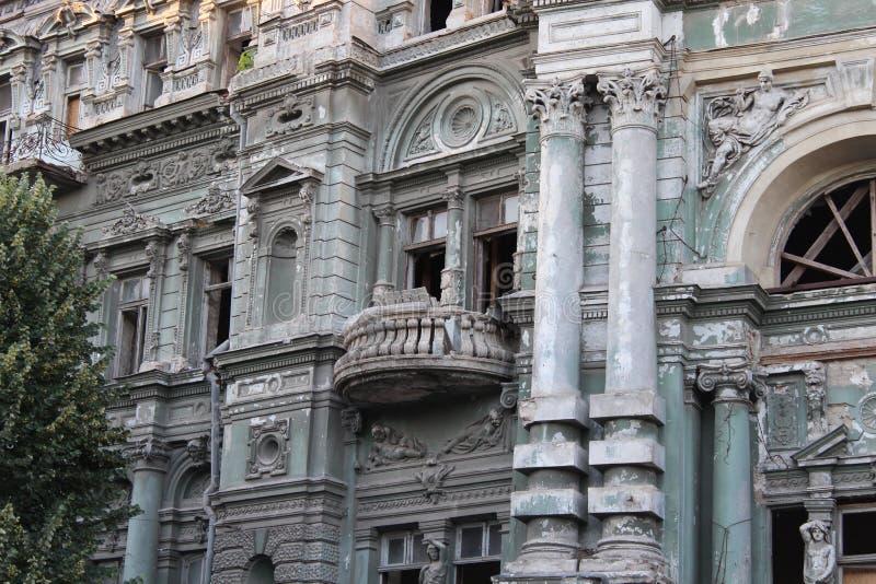 Bâtiment dans la ville d'Odessa avec la belle architecture images libres de droits