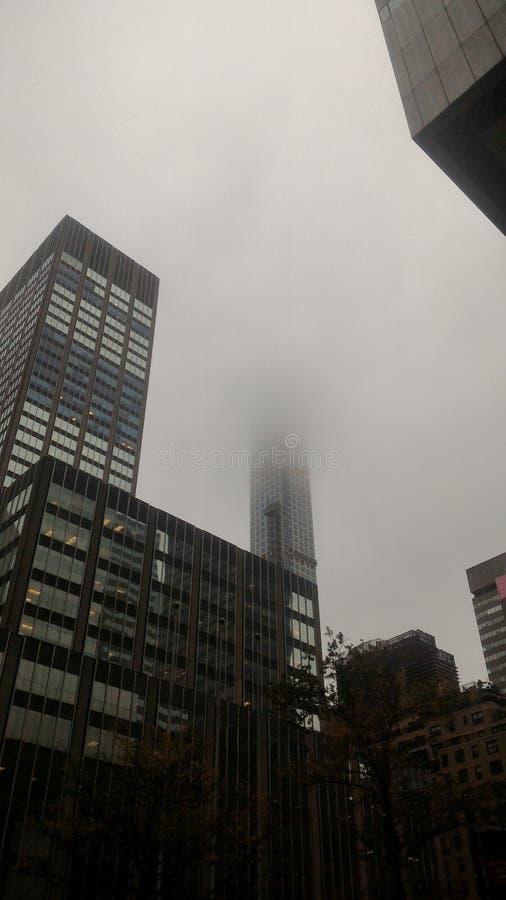 Bâtiment de brouillard de Manhattan photos stock