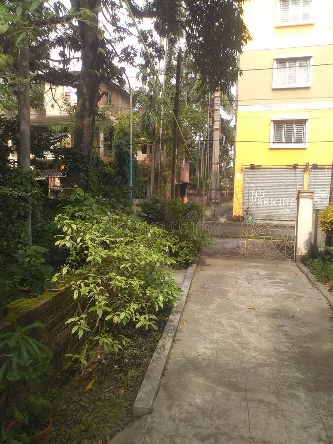 Bâtiment de côté de ville avec le kolkata de jardin images stock