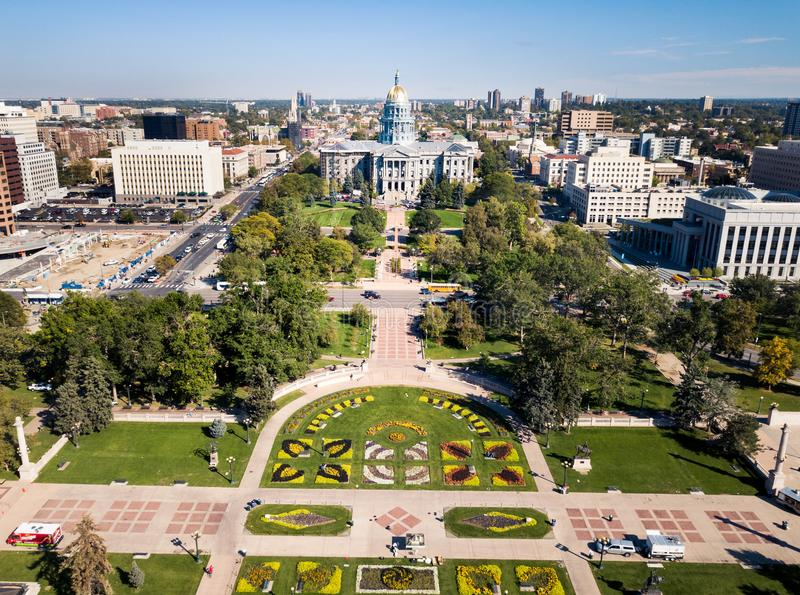 Bâtiment de capitol d'état du Colorado dans l'antenne de Denver photos stock
