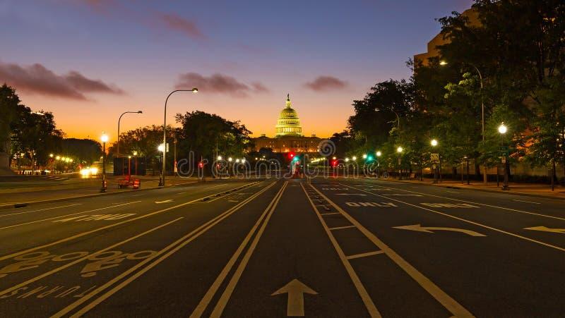 Bâtiment de capitol des USA à l'aube comme vu de l'avenue de la Pennsylvanie photographie stock libre de droits