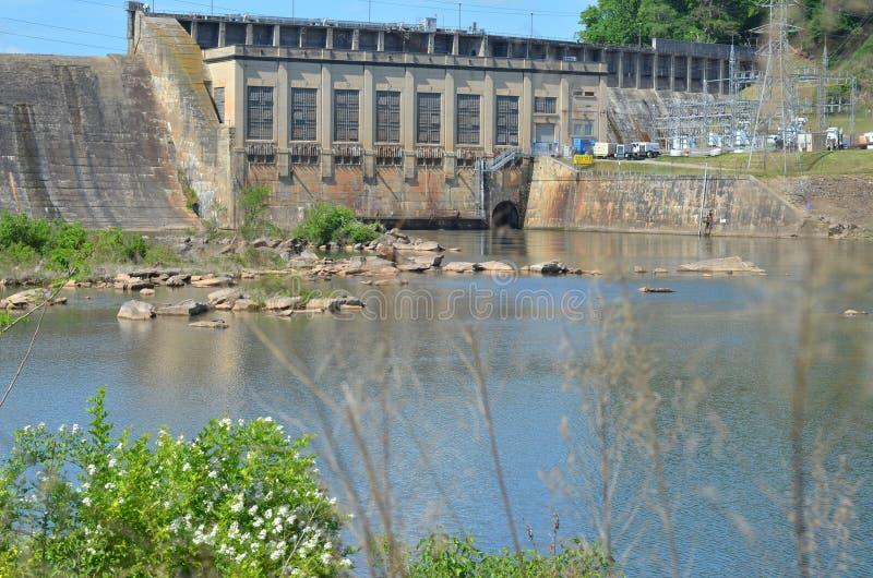 Bâtiment de contrôle de barrage de surveillance photos libres de droits