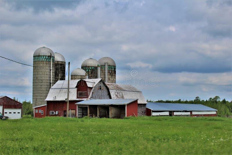 Bâtiment de ferme dans Malone rural, New York, Etats-Unis images libres de droits