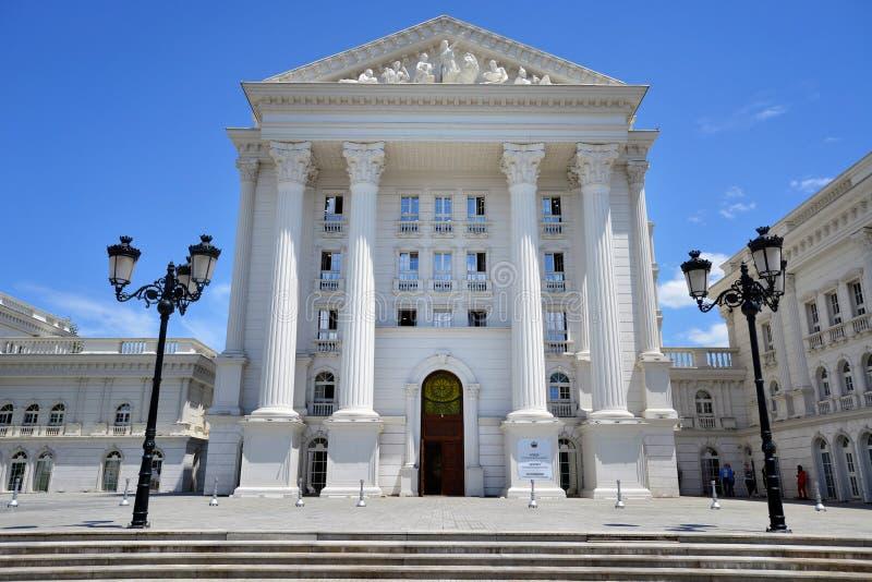 Bâtiment de gouvernement à Skopje, Macédoine du nord image libre de droits