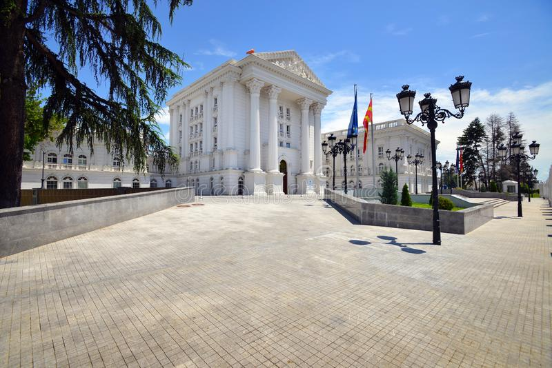 Bâtiment de gouvernement à Skopje, Macédoine du nord images libres de droits