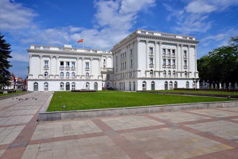 Bâtiment de gouvernement à Skopje, Macédoine du nord images stock