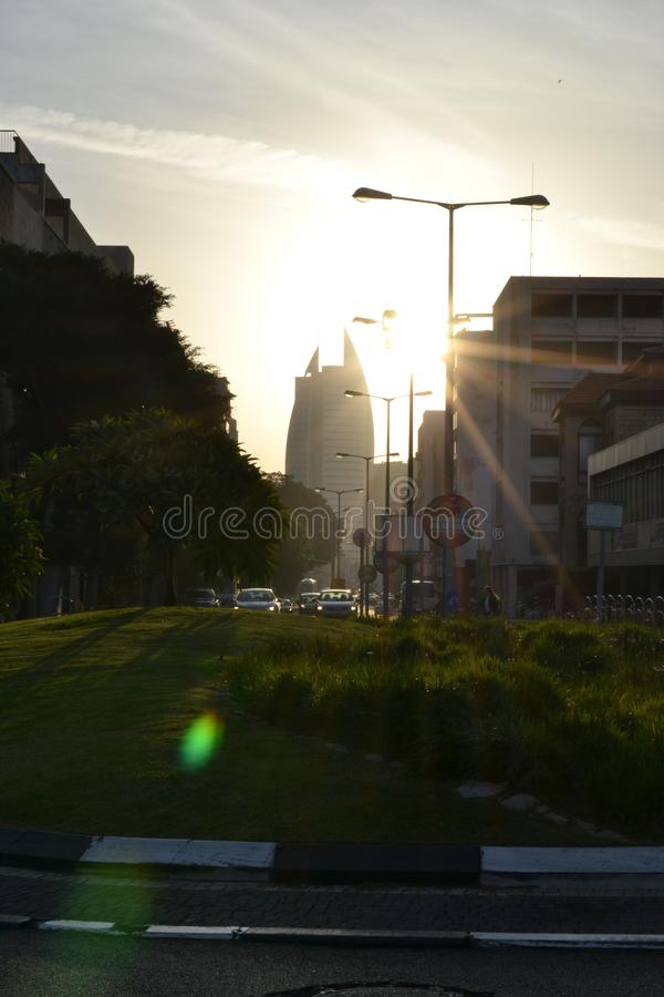 Bâtiment de gouvernement de secteur de voile, municipalité de la ville de Haïfa, le centre ville, au lever de soleil, matin, Isra photographie stock libre de droits