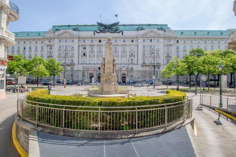 Bâtiment de gouvernement sur Georg-Coch Squar au printemps à Vienne, Autriche photographie stock libre de droits