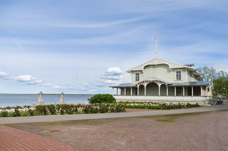 Bâtiment de hall de station de vacances rétro sur la côte de la ville de Haapsalu, Estoni photo stock